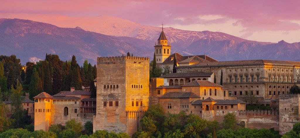 mejores destinos turísticos del mundo, Alhambra, La ciudad debajo de las antorchas